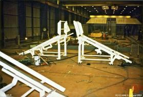 Op het topdek zijn inmiddels de lanceerstellingen voor de dinghy's (reddingsmiddelen) gemonteerd.
