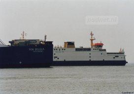 In de Sardijngeul passeert de Tor Belgia de PSD-boot Prins Johan Friso.
