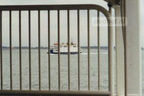 Een van de verschillen met de Koningin Beatrix was dit stukje hekwerk bij de ingang en uitgang voor voetgangers. Door het hekwerk zien we de Beatrix varen.