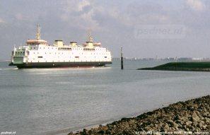 De Prinses Juliana verlaat de veerhaven van Breskens en zet koers naar Vlissingen.