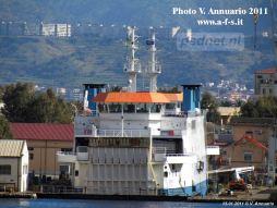 De Acciarello (Prins Johan Friso) in een droogdok in Messina. Ook andere PSD-schepen in dit droogdok gelegen / gestaan.