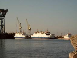 De voormalige PSD-veerboten Koningin Beatrix (l) en de Prins Johan Friso in Palermo bij scheepswerf Ficantieri.