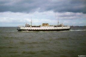 De Prinses Irene passeert een andere PSD-boot, ergens tussen 1960 en 1969.