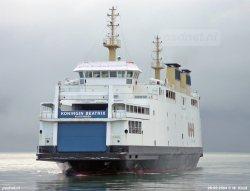 © W. Kruit | De Koningin Beatrix vaart als voetveer Vlissingen-Breskens de haven van Vlissingen binnen in februari 2004.