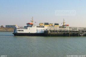 De dubbeldeksveerboot Koningin Beatrix (1993) in de fuik van Breskens op 15 maart 2003.