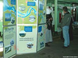 15 maart 2003: autodek met info-kraam