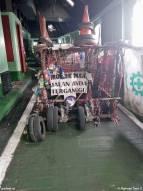 Een onbekend karretje (?) in een zijgang van de voormalige Margriet. De tekst leest 'toegang afgesloten, andere rijbaan gebruiken'.