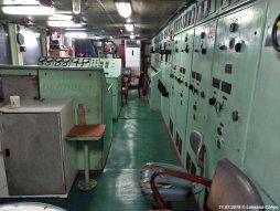 In de controlekamer benedendeks werden de machines nauwlettend in de gaten gehouden door het PSD-personeel.