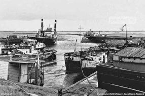 Waar de Zijpe wel werd verbouwd tot motorveerboot, werd de Krammer verkocht aan de sloper. In augustus 1973 begint de sloop bij scheepssloperij Van de Marel in Viane op Schouwen-Duiveland.
