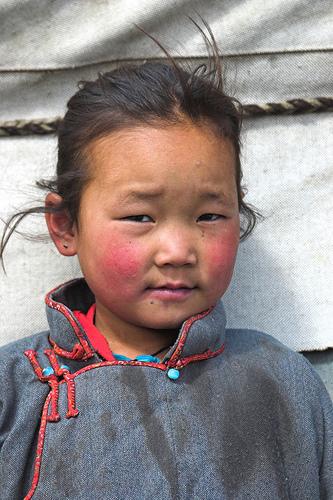 bambina tibetana