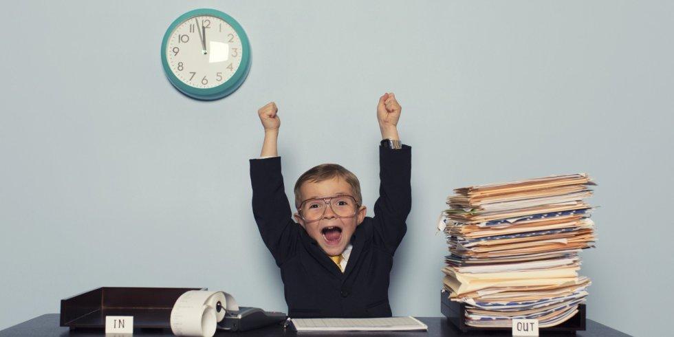 Un niño celebra su independencia - Psicología Flexible