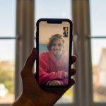 In che modo la tecnologia può aiutarti a rimanere in contatto con le tue radici mentre vivi all'estero