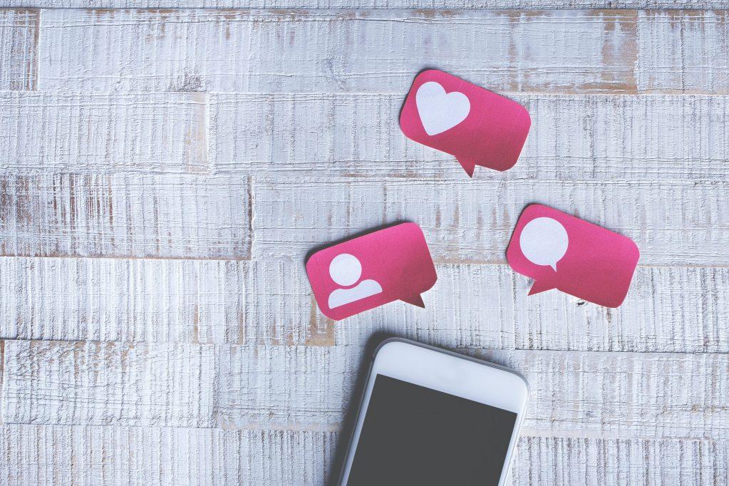 L'impatto psicologico dei social network palcoscenico o teatro delle insicurezze