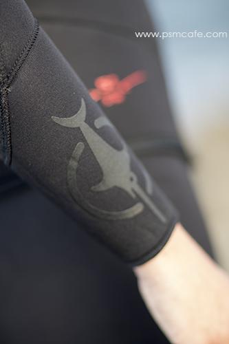 detail bras Beuchat Athena, le logo
