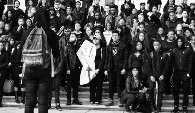Students, Faculty Gather at Old Main in Solidarity with the University of  Missouri