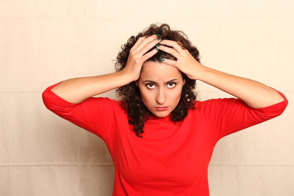 Señora preocupada por sus ataques de pánico