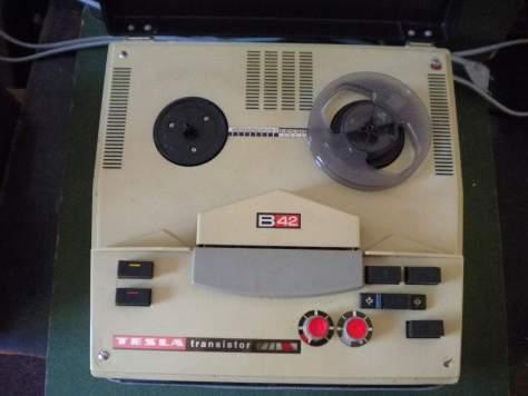 Magnetofón TESLA B42