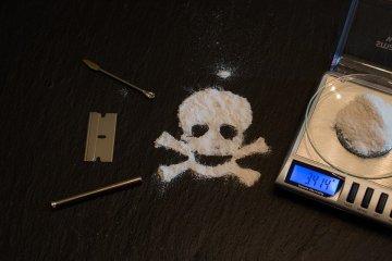 cocaine powder shape of skull