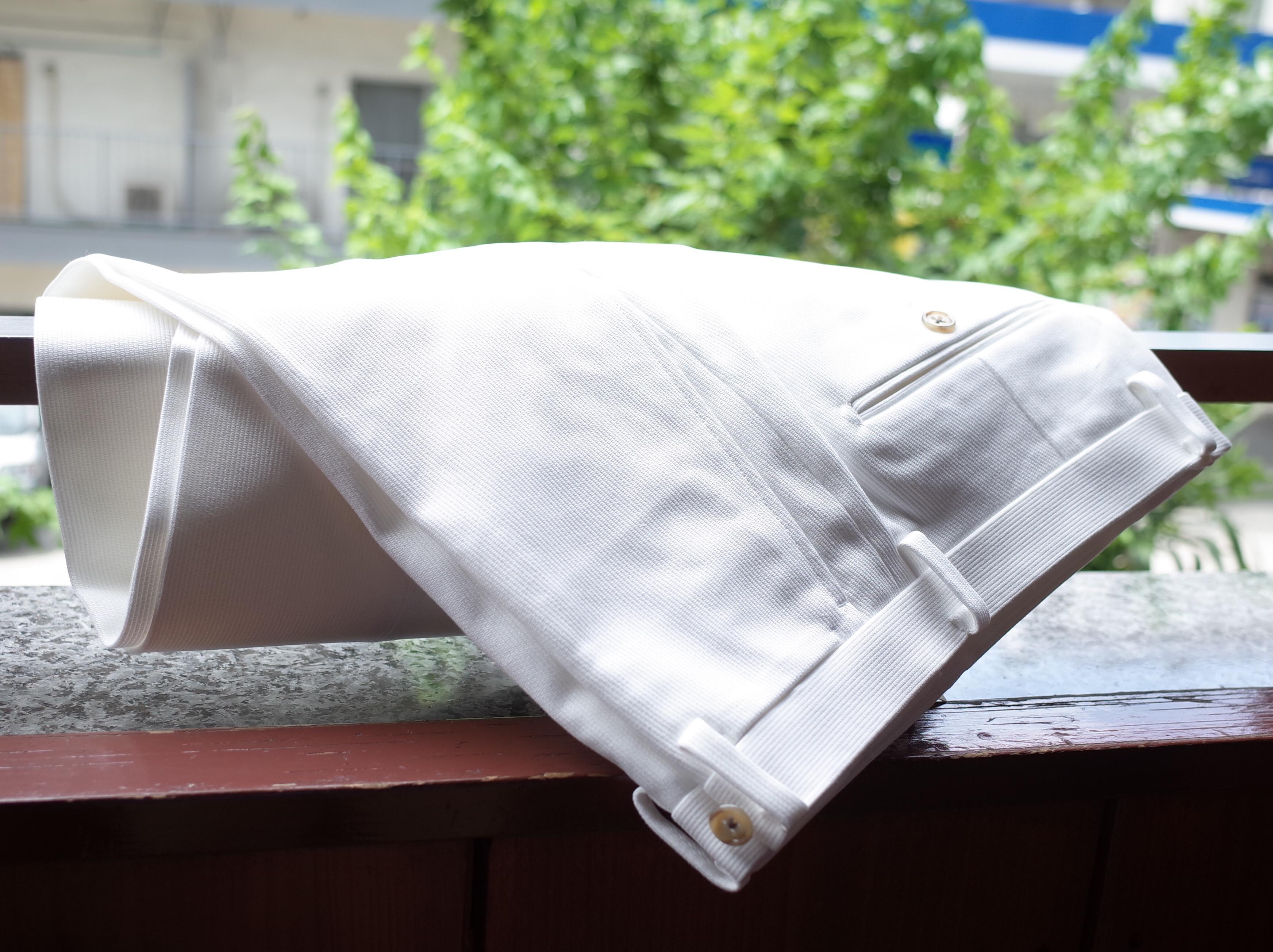 夏の白パンツ