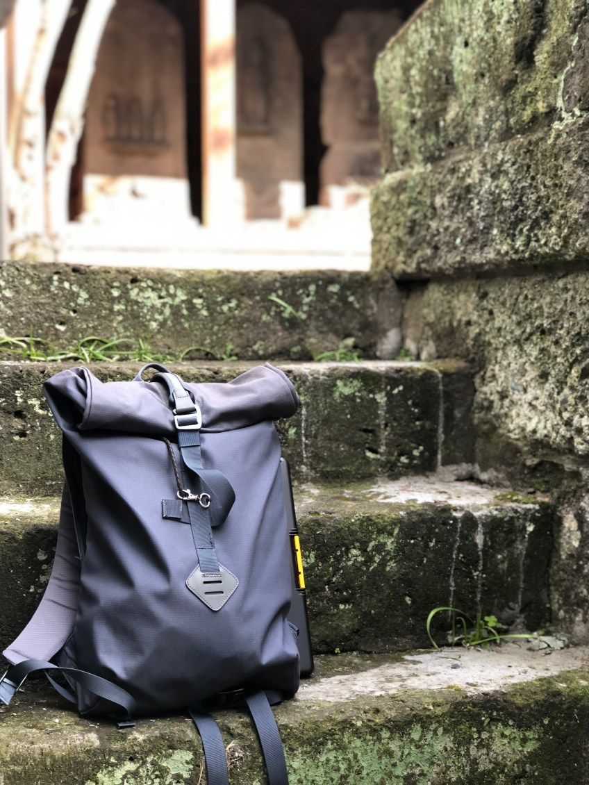 各社各様に凝った生地使用の鞄達