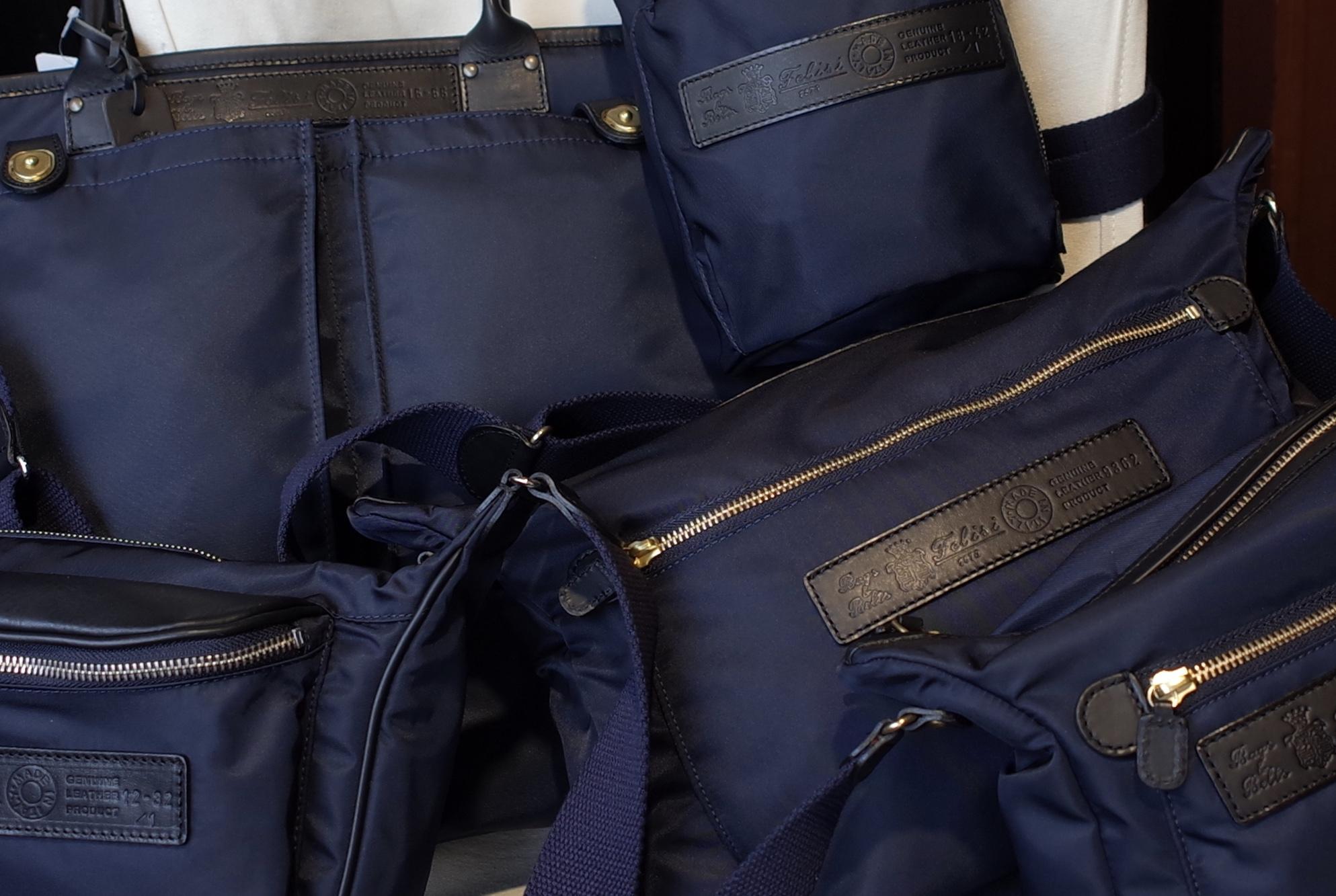 Felisi  紺のカバン