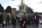 Obraz niesie delegacja Katolickiego Stowarzyszenia Młodzieży