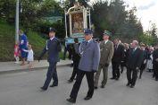 Obraz niesie delegacja służb mundurowych