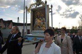 Obraz niesie delegacja Franciszkańskiego Zakonu Świeckich