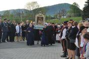 Obraz niesie delegacja sióstr ibraci zakonnych