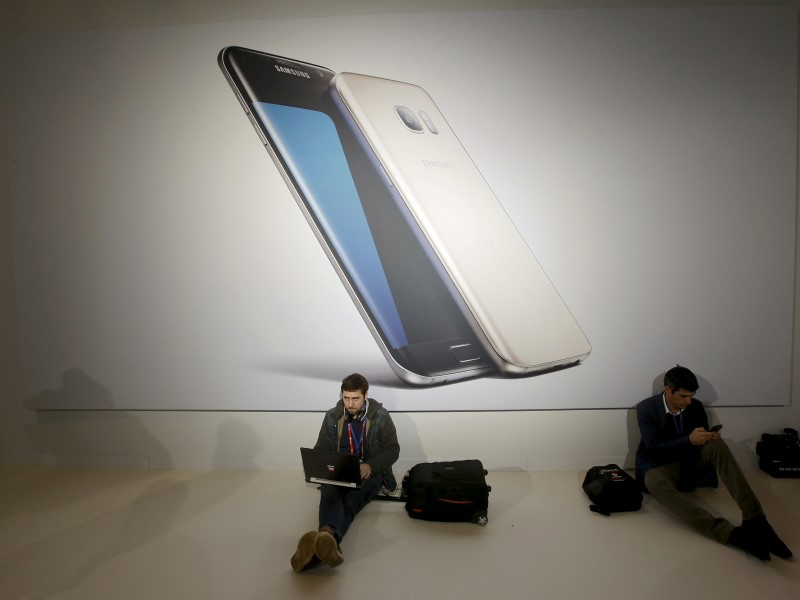 mwc_samsung_galaxy_event_reuters