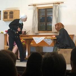 2019_04_06: Nina Arbesleitner (OS-Klasse) spielt Theater