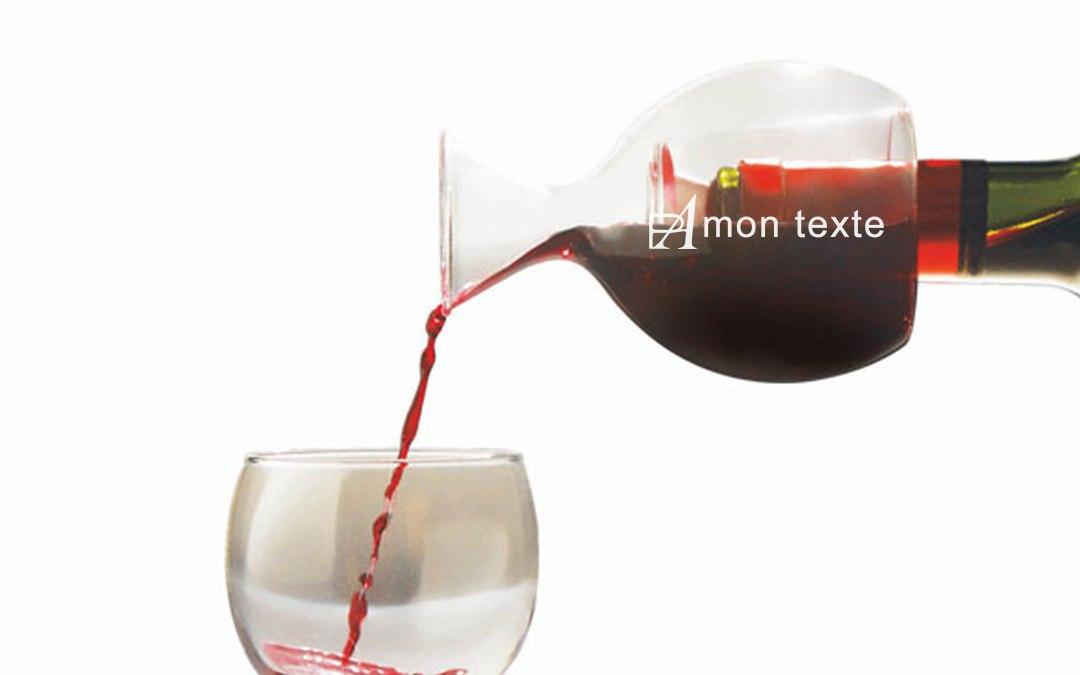 Bouchon et bec verseur personnalisé l'objet publicitaire autour du vin