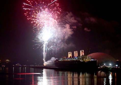 New Year s Eve Los Angeles 2018 Top Events  Parties   Singles Guide Queen Mary New Year s Eve fireworks