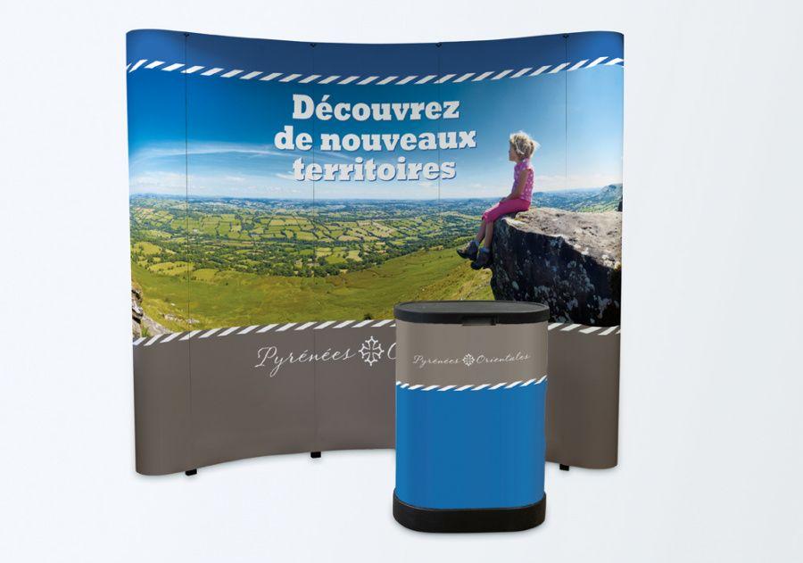 stand-parapluie-papier+comptoir-accueil-stand-6m2