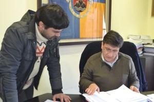 Alberto Pereira reunido com um funcionário da Câmara Municipal