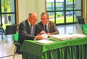 Francisco Lopes e Emídio Gomes a assinar o PEDU