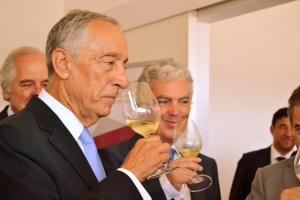 Marcelo Rebelo de Sousa provou vinhos feitos por alunos da UTAD/ Foto: Salomé Ferrreira