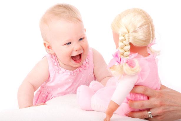 Bebé y muñeca
