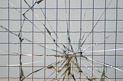 「割れ窓」の画像検索結果
