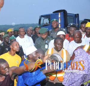 Ogun CP, Abdul Majid Ali in the Midst of Crowd offering help at the crashed Scene