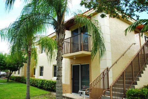 Captiva Club Apartments 17692 SW 107th Ave Miami FL