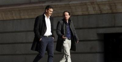 Pablo Iglesias y Pedro Sánchez, en su llegada juntos al Congreso antes de su reunión. EFE/J. J. Guillén