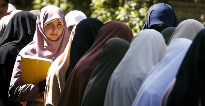 Estudiantes de la Universidad de El Cairo durante una protesta. REUTERS