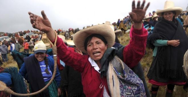 Una mujer andina protesta por el proyecto de la mina Conga en Cajamarca, Perú, en 2011. AFP