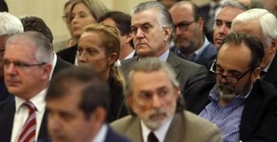 Correa, entre Crespo y Bárcenas en el juicio de Gürtel. EFE/Chema Moya