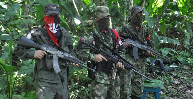 Tres guerrilleros del Ejército de Liberación Nacional (ELN).  Víctor de Currea Lugo