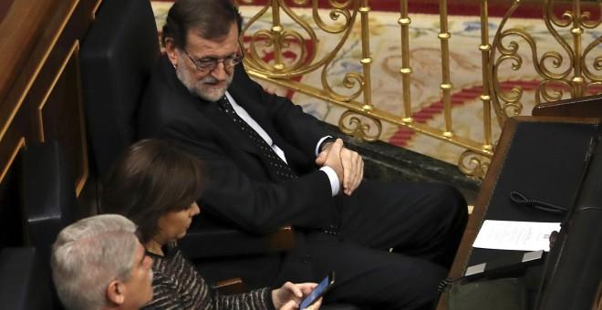 El presidente del Gobierno, Mariano Rajoy, junto a la vicepresidenta, Soraya Sáenz de Santamaría, y el ministro de Asuntos Exteriores, Alfonso Dastis, en sus escaños durante la sesión solemne de la apertura de las Cortes en la XII Legislatura, en el Congr