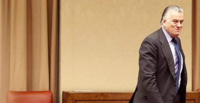 El extesorero del PP Luis Bárcenas, a su llegada al Congreso para su comparecencia en la comisión de investigación de la supuesta financiación ilegal del PP. EFE/Javier Lizón