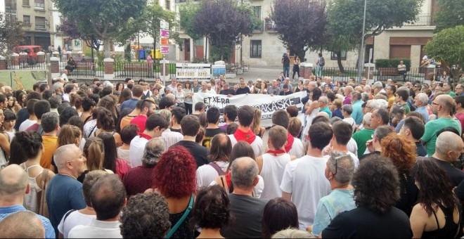 Concentración de familiares y amigos de los encausados en la Plaza de los Fueros. /PADRES DE ALTSASU