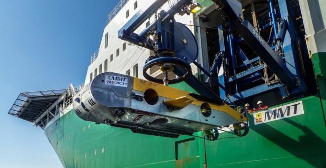 El barco de trabajos submarinos Havila Subsea y el nuevo vehículo robótico Surveyor Interceptor./MMT